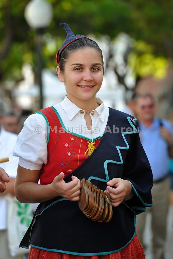 Traje tradicional.  Grupo folclórico de Madeira.  Portugal