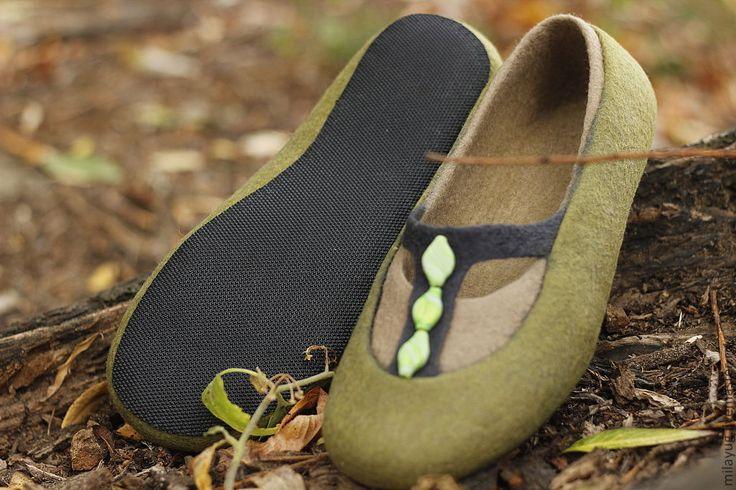 """Купить """"Туманный лес"""" валяные тапочки-балетки - оливковый, туман, лес, зеленые…"""