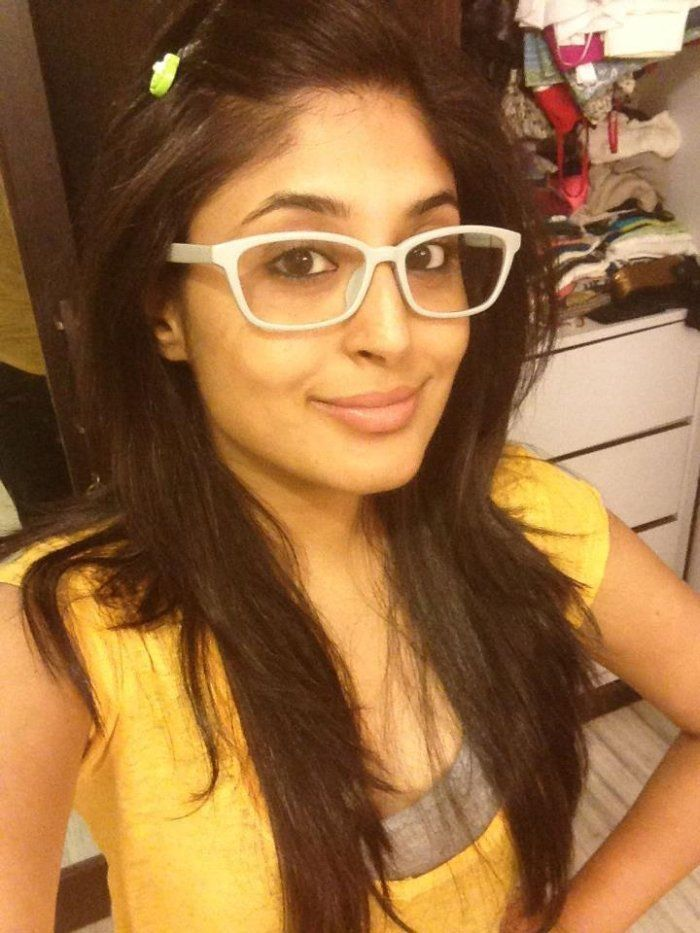 kritika kamra hot photos twitter instagram selfie indian