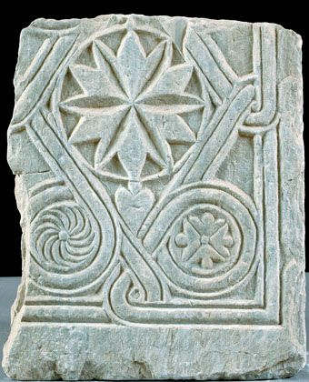 Fragment of a panel.End of the 10th-Beginnings of the 11th century.Fragment of a marble panel with relief decoration.Interlaced bands form a central rhombus and rotae in the corner triangles that envelop a rosette, an ivy leaf, and an isosceles cross. The decorative subject, which is common in the panel ornamentation of the middle Byzantine period, simple or complicated, is given with plasticity and decorative attitude. It comes from Athens, Stoa of Attalos. Late tenth – early eleventh…