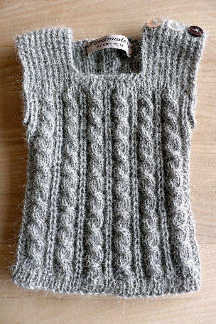 En af de ting jeg har på mine strikkepinde for tiden er en størrelse eller to større af denne vest. Strikket i det lækreste alpaka f...