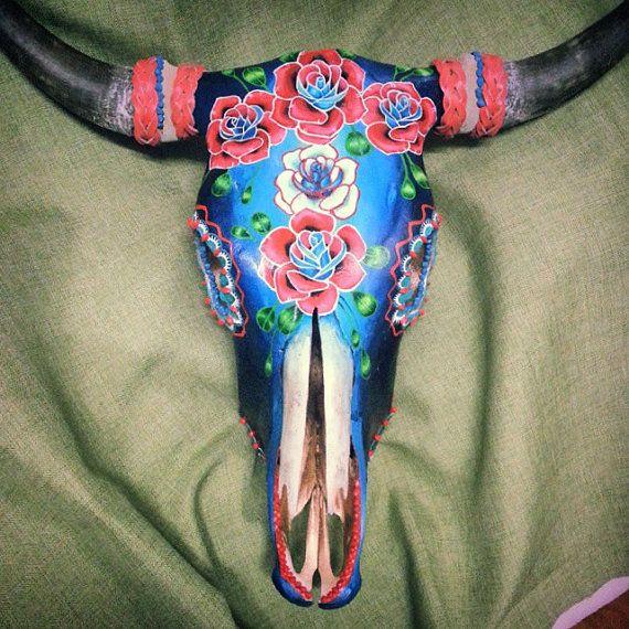 Hand geschilderde steer schedel. Prachtige op door SOPHIESORELLA