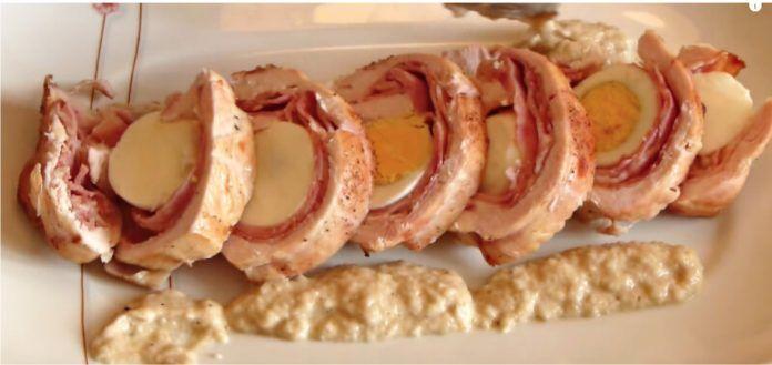 Plátky syra, šunka, slanina a vajcia v pečených kuracích prsiach! Dokonalý, rýchly obed pre celú rodinu