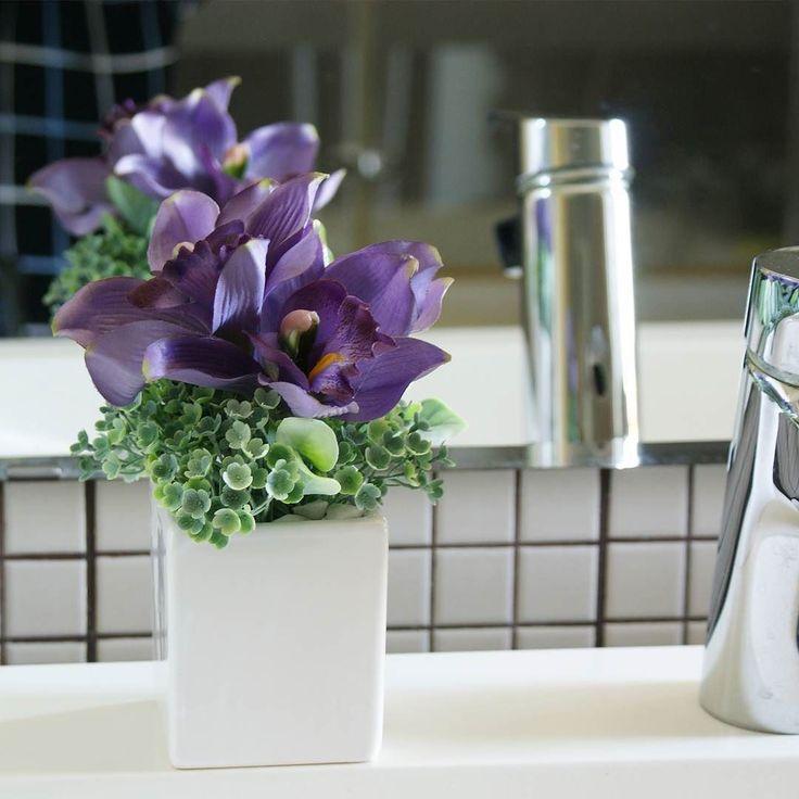 Mov de neuitat | aranjament BeatrixArt #aranjament #aranjamente #flori #artificiale #floriartificiale #violet #mov #verde #orhidee #viburnum #decoratiuni #infrumusetare #casa #flowerstagram #beatrixart www.beatrixart.ro