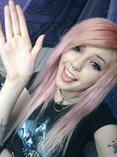 Ellie: Hey Ali remember me aunt Ellie the weird one who drinks allot but isnt an alcoholic . Well your dads are to pussy to say um dont date older guys or youll end up like me, yeah um yeah