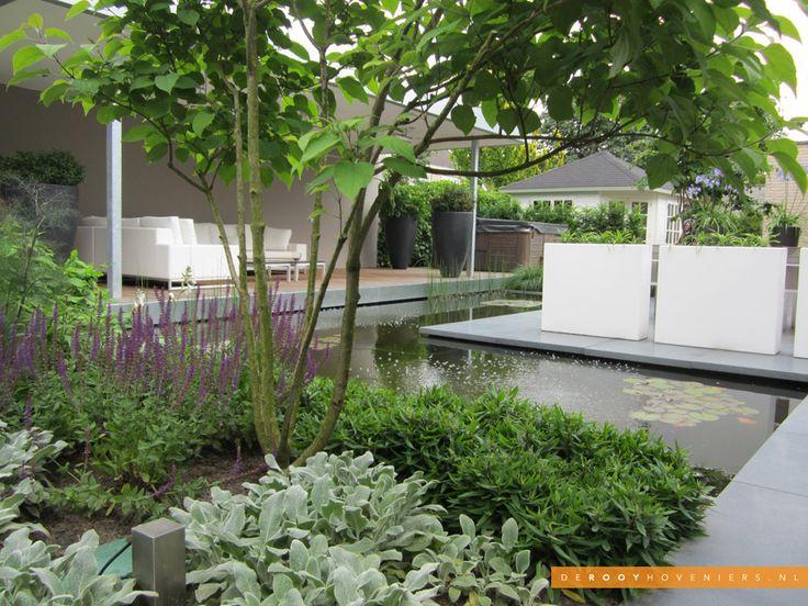 Tuin idee De Rooy Hoveniers strakke tuin vijver overkapping bloembakken border Waalwijk