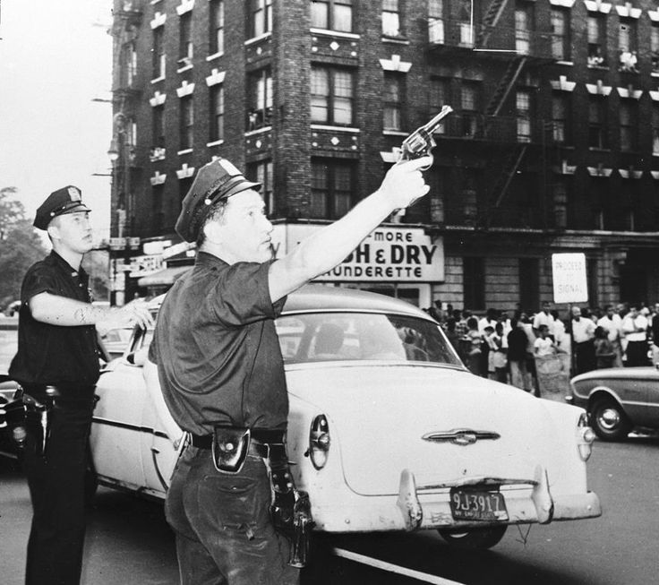 006 New York Police Department (NYPD) with gun drawn in 1950s