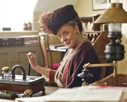 """The wit and wisdom of Downton Abbey's Dowager Countess. ~ * ~ Legenda desta foto: """"Na minha idade, é preciso racionar a própria excitação."""""""