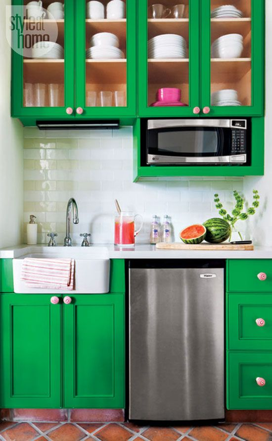 kelly green lacquer and pink swirl ceramic knobs on the kitchen cabinetry #green #kitchen