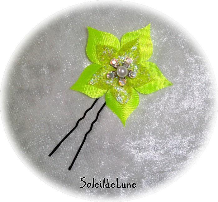 Pic à chignon Fleur vert anis Strass cristal perle ❀ Pic fleur satin organza Mariage cérémonie communion : Accessoires coiffure par soleildelune-bijoux-mariage