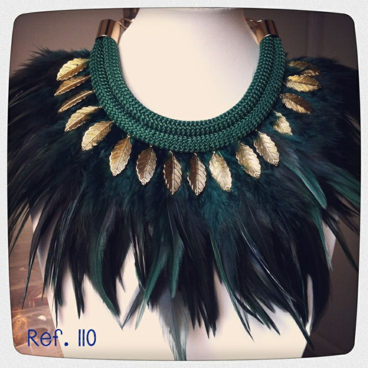 Collar plumas verdes y hojitas doradas