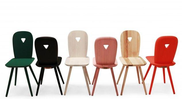 Stühle von Casamania, der bäuerliche Holzstuhl bekam eine slicke Form und viele tolle, frechen Farben.