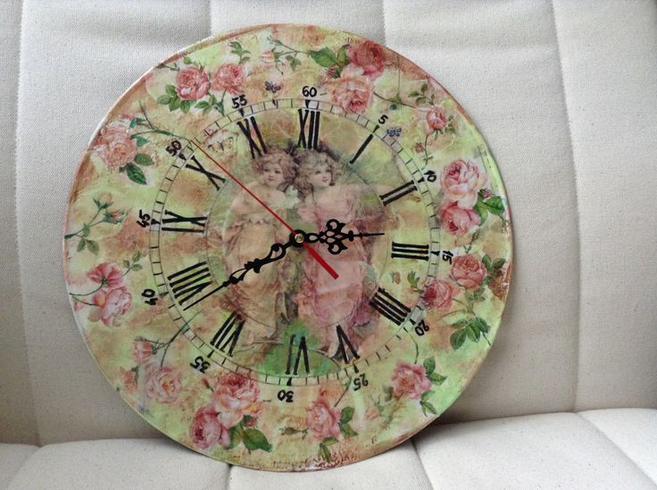 old vinil record recycled in a romantic clock