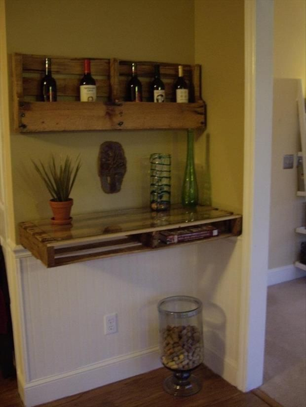 "28 Amazing Uses For Old Pallets...pallet ""wine bar"""