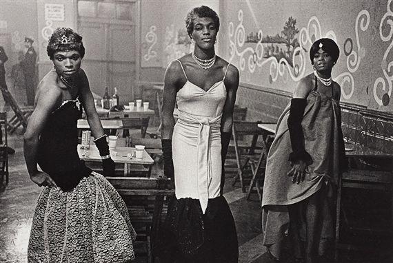 Diane Arbus - Three Transvestites, |