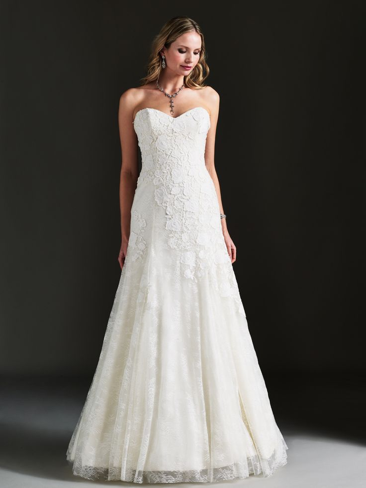 Promenading wedding gown