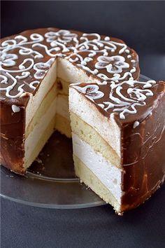 Это самый мой любимый торт. Моя фишка, моя палочка-выручалочка. Я по-дружески советую обязательно испробовать этот рецепт, всем, кто не пробовал. Вообще у птичьего…