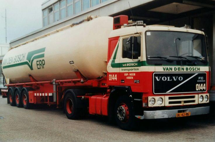 Volvo F 10 II 4x2 met bulktankoplegger van Van den Bosch uit Erp