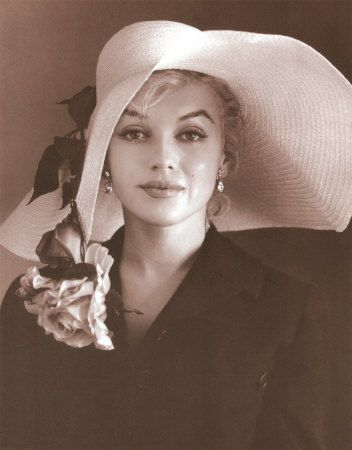 Marilyn Monroe, beautiful rosy straw hat