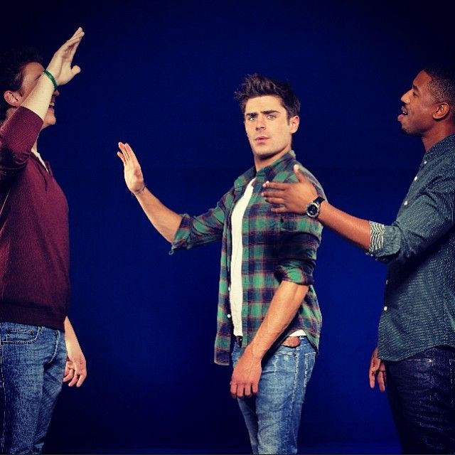 That awkward moment when you think someone is waving at you, but they're actually waving at the person behind you. Zac Efron fell for the trap with his @thatawkwardmomentmovie costars, Miles Teller & Micheal B. Jordan