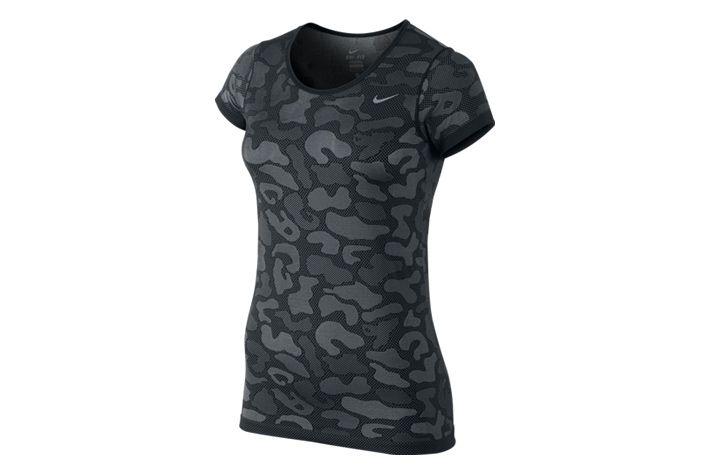 #Nike Dri-FIT Knit Contrast Top - lekka, damska koszulka z krótkim rękawem w ciekawym wzornictwie. Stworzona z delikatnej tkaniny,która gwarantuje odprowadzanie wilgoci i oddychalność.  Polecana do aktywności w sali gimnastycznej i na zewnątrz w upalne dni.  #koszulka #jesienzima2015 #drifit #drifitknit #knit #krotkierekawy