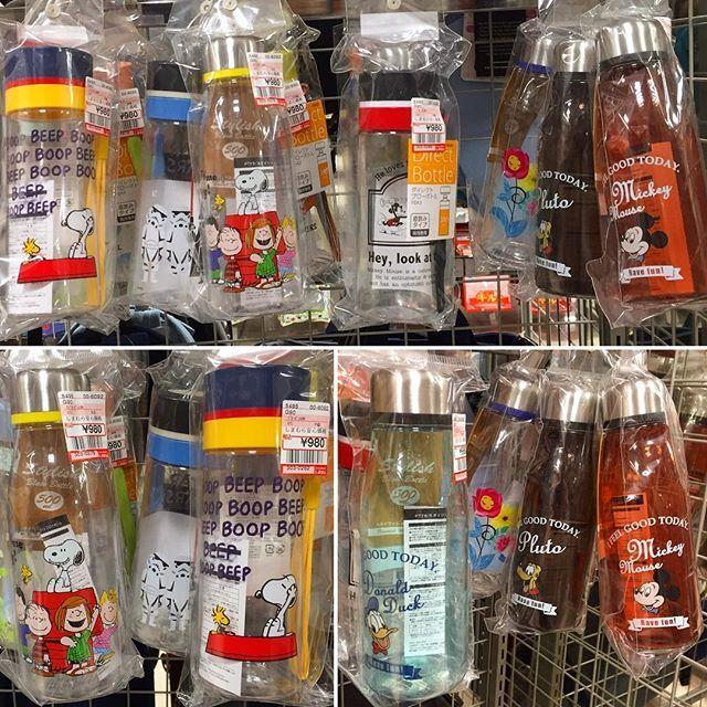 また危険地帯しまむらに行ってしまった💦  ボトル、可愛すぎるやろ〜😭 また買ってしまった💦 写真左下のスヌーピー2本。各980円。 左のタイプが500ml、右のタイプが380ml。 (シルバーのキャップのが500ml) 選びきれなかった😭  ルミネでスヌーピーの同じようなボトル売ってたけど1000円以上はしてたから、お買い得❗️ #しまむら #スヌーピー #しまむらスヌーピー #ボトル #bottle #しまむら安心価格
