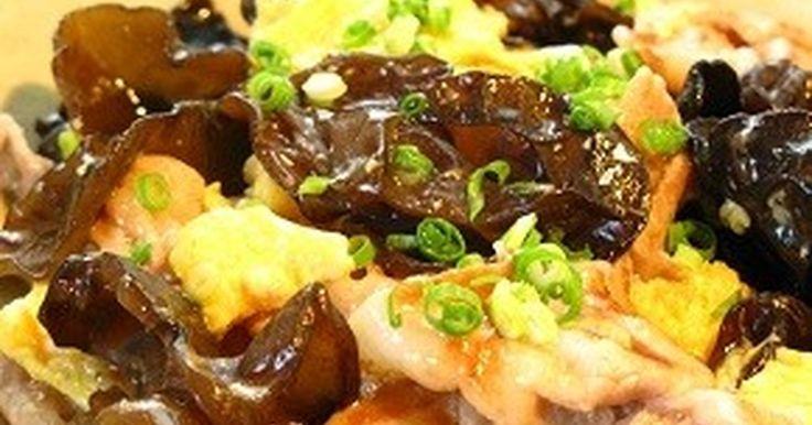 ★2013年4月25日話題入り★ 中華の定番、豚ときくらげの卵炒め です。ふんわり甘い卵とコリコリしたきくらげがいい。