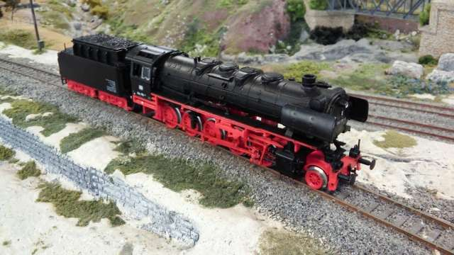 . Locomotora de vapor 1-5-0 clase BR 44 de los ferrocarriles alemanes DB. Reproducci�n detallada del modelo 44 170-9 en escala H0 y corriente continua hecho en Francia por Jouef. Luz delantera. Decoder multiprotocolo con garantia 2 a�os. Estado excelente. C