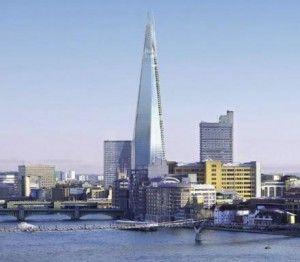 In perfetto tempismo con le Olimpiadi, lo Shard, il nuovo grattacielo di Londra disegnato da Renzo Piano, sarà inaugurato oggi alla presenza di vip e del sindaco Boris Johnson. Fasci di 'raggi laser' verranno proiettati dalla cima dell'edificio - il più alto dell'Europa occidentale con i suoi 310