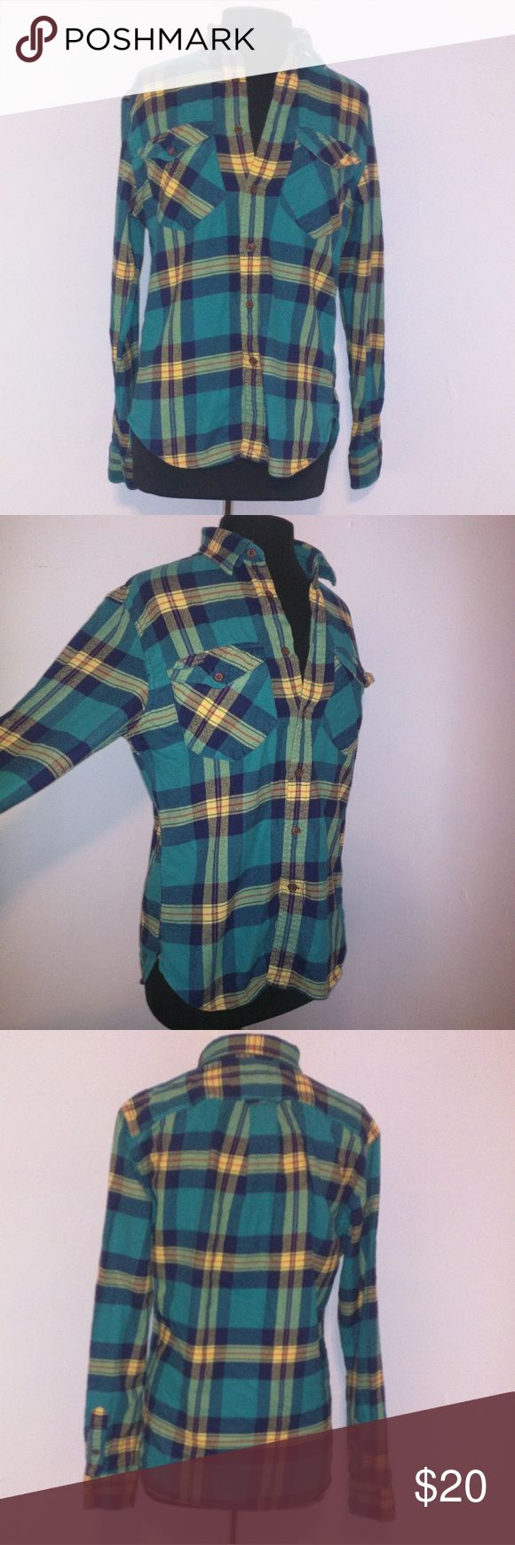 Flannel Shirt Green flannel shirt. Size: s runs big like most flannel shirts. Thick fabric, comfortable, perfect for fall and winter. Can be paired with jeans and a bootie. Lightly worn and in great condition. Land's End 'Canvas' collection. Always accepting offers! Lands' End Tops Button Down Shirts
