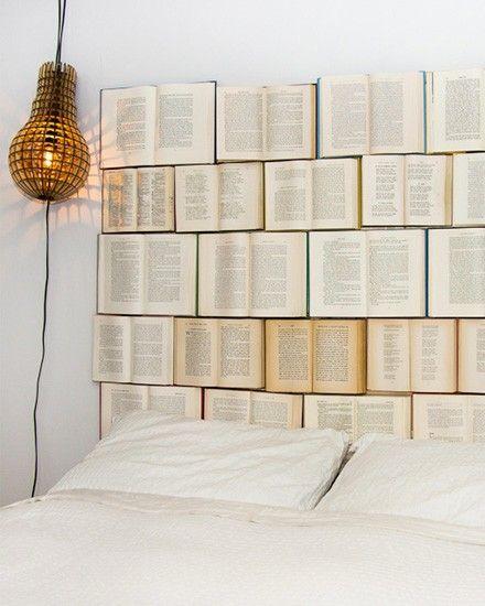 Shake My Blog | Une tête de lit avec des livres