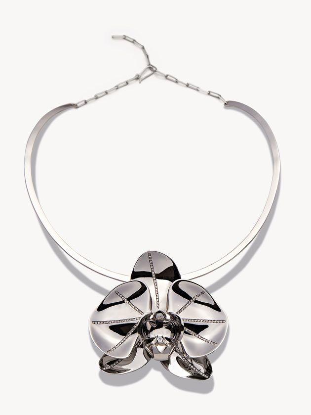 Orquídea em jóia! Gargantilha em ouro branco e diamantes, parceria entre Pedro Lourenço e Jack Vartanian.