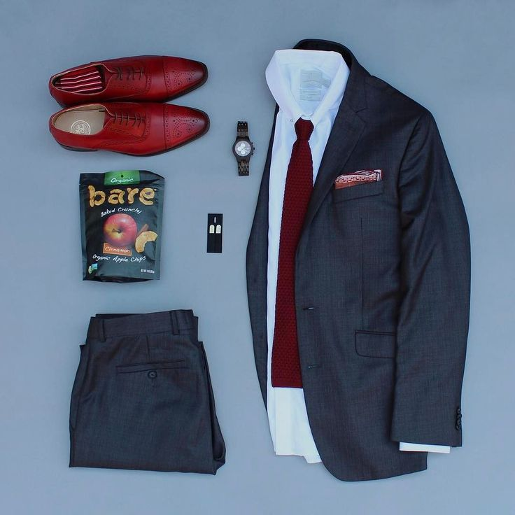 Who likes snacks?!? When it comes to snacks I prefer healthy alternatives and @baresnacks is a perfect fit! Today I've got an contest announcement to win $100 gift code from @jordwatches . To enter click on my profile link. Winner will be announced a week from today. Good luck! Shoes: @themensshoeclub Socks: @thesouthernscholar Watch: @jordwatches Collar Stays: @wearlapelpins Snacks: @baresnacks Collar Bar: @s_gents Tie: @mysuitedlife Pocket Square: @rampleyandco Shirt: @topman Suit…