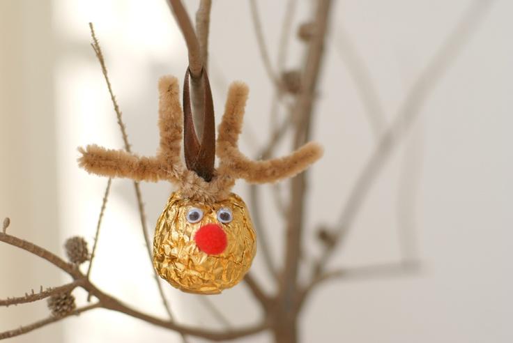 Adorna tu árbol de navidad con este lindo reno hecho de Ferrero Rocher e ilumina la navidad en cada momento.