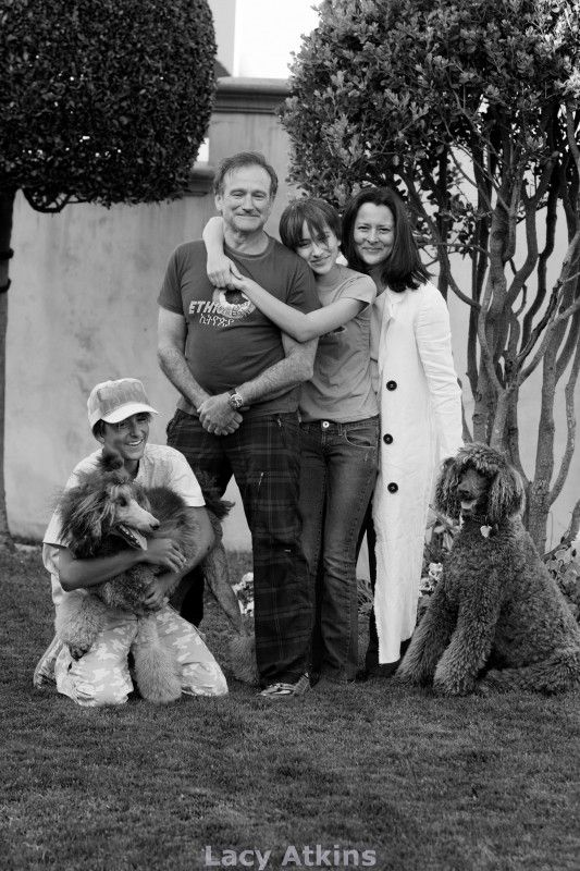 Robin Williams and family with two standard poodles. ummm yah poodles are awesome. That one sits like Ginji.