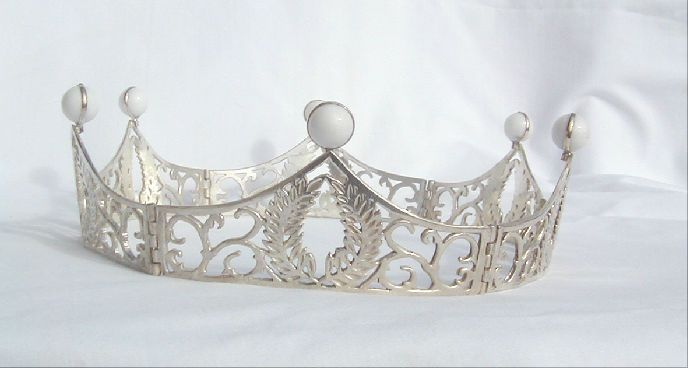 foldable baronial coronet by http://www.dragonsjewels.com/