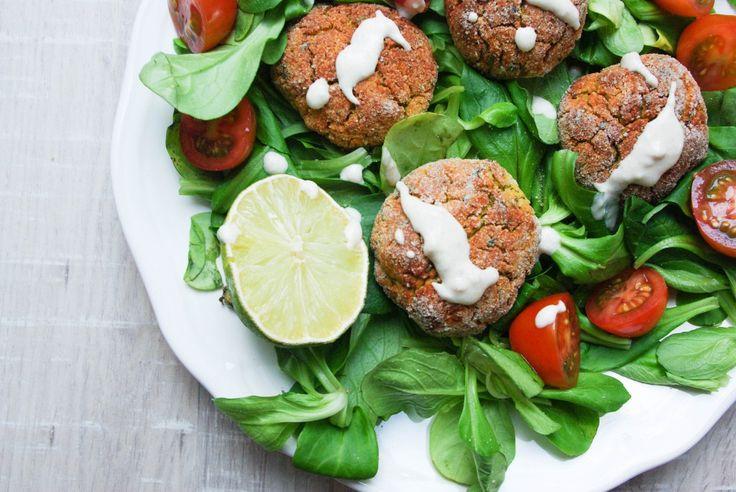 Rote Linsen Falafel mit Limetten-Tahin-Dip - vegan, glutenfrei, ohne Zucker, gesund, vegetarisch