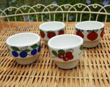 Arabia Finnland Egg Cup Blueberry Design / Retro-Keramik von Marja Kirsikka…