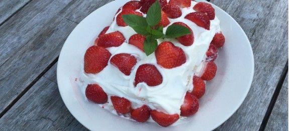 Ik heb net deze heerlijke koolhydraatarme aardbeien cake gemaakt. Deze aardbeien cake moet je echt een keer proberen. Bekijk het recept op de website!