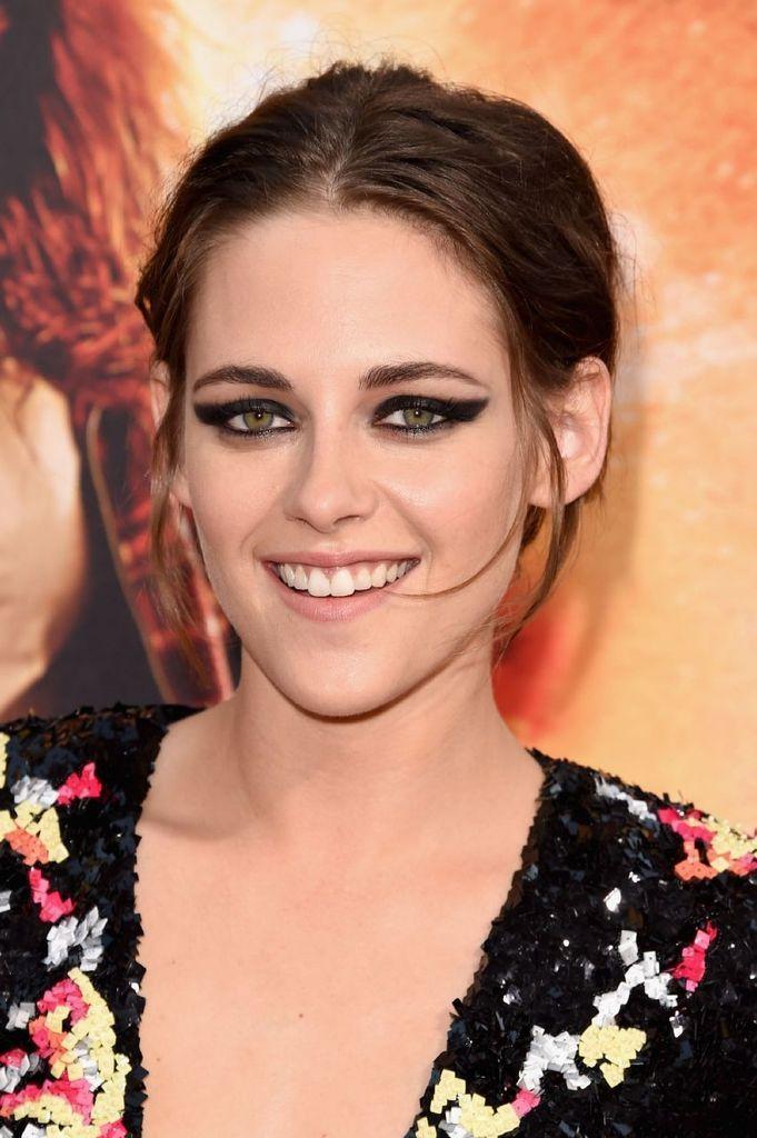 Kristen Stewart – Premiere of American Ultra in Los Angeles : Global Celebrtities (F) FunFunky.com
