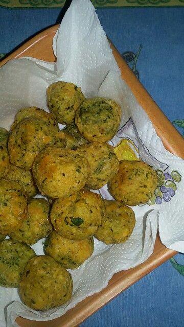 Polpette di pane e formaggio. - IL GREMBIULE INFARINATO - Bread dumplings and cheese.