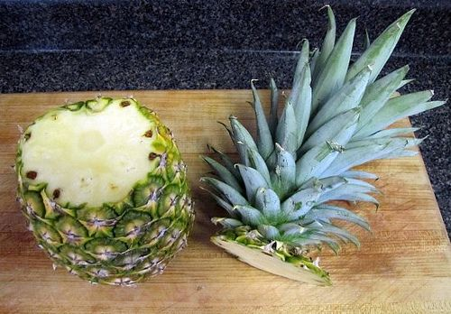 NATURE crafts ...growing pineapples chop head off...plant...in 24 month your own pineapple