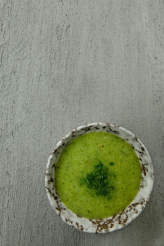 Supersnelle broccoli-courgette soep Met peterselie en een tikje graantjesmosterd