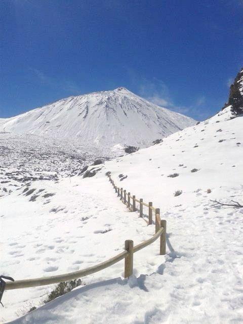 Desde las Islas Canarias  ..Fotografias  : El Teide bajo su manto blanco...Tenerife