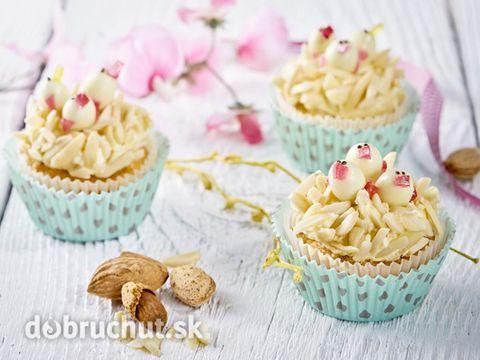 Mandľové cupcakes s kuriatkami