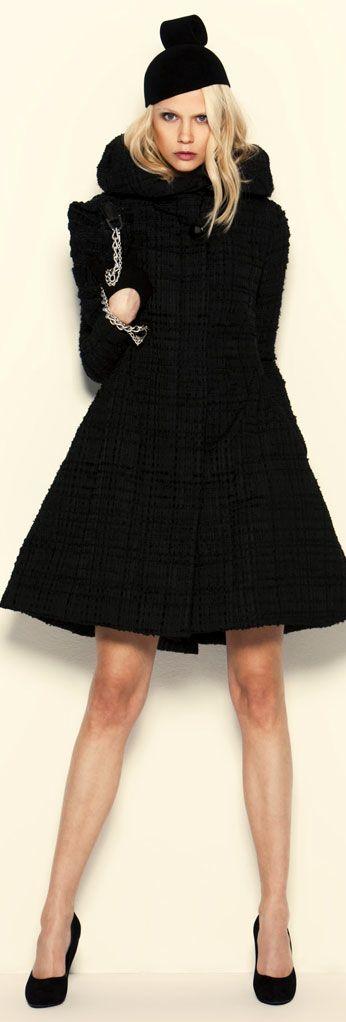 Queste cappotto nero da Armani è l'indumento perfetto per autunno e inverno. Mi piace la sua semplicità ed eleganza.
