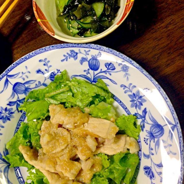 玉ねぎすりおろすのが疲れました…(´・_・`) - 1件のもぐもぐ - わかめときゅうりの酢の物、豚ロース肉のおろし玉ねぎ炒め、写ってないけど芋の子汁 by pinkrain