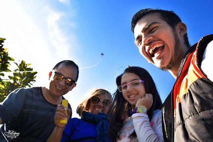 No podían dejar pasar el mes de las cometas sin ponerse la cita e ir al bellisimo Parque de los Novios en Bogotá para disfrutar de una tarde en familia.