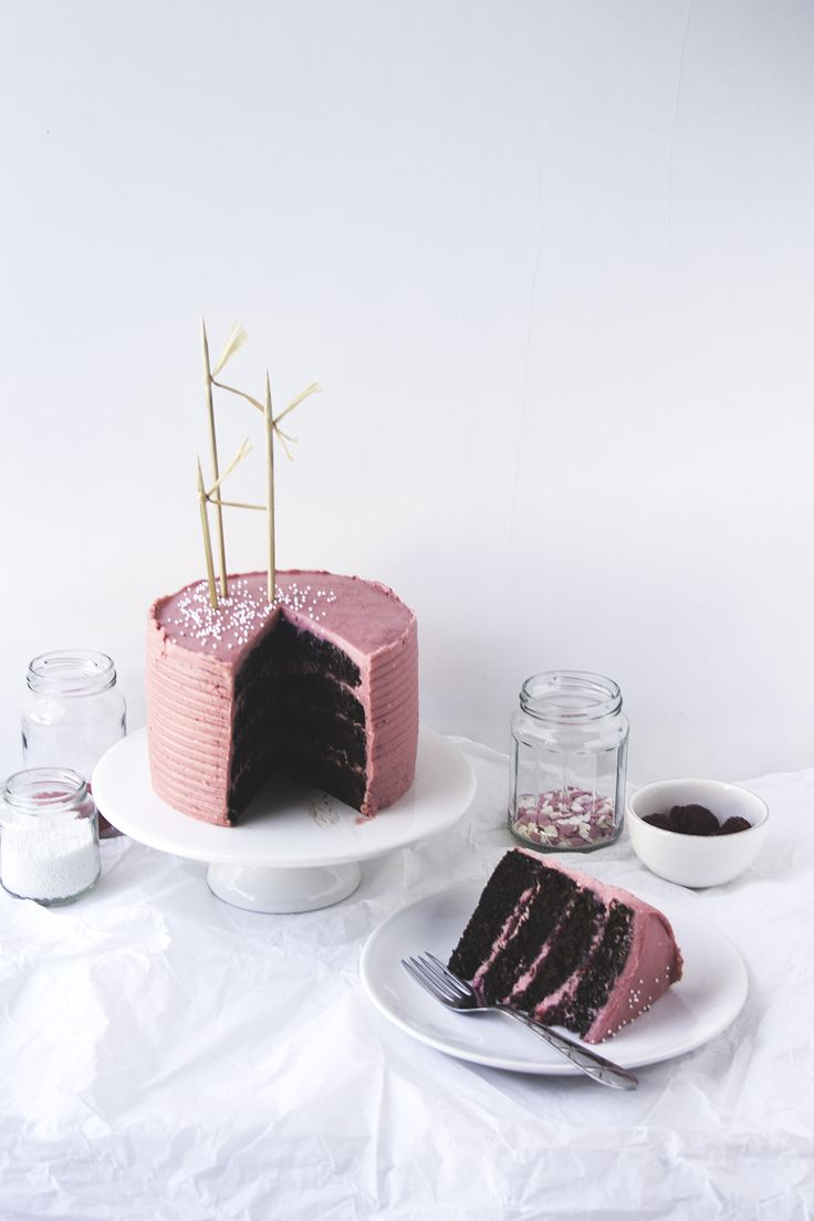 Chocolate & Red Berries Cake | Migalha Doce