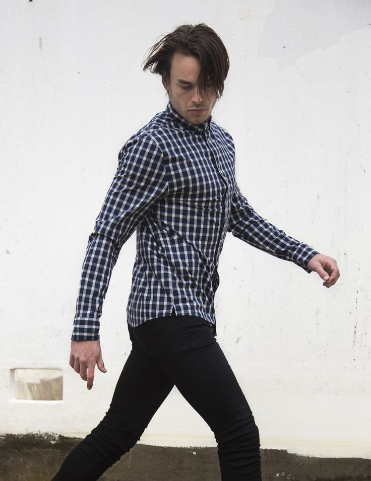 RVLT - men's fashion. A clean look cotton in a two-colored checked fabric.